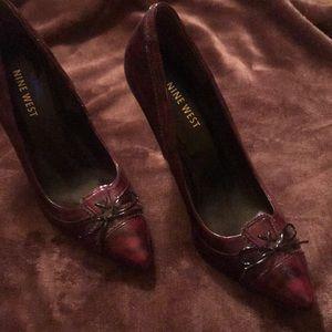 🆕NINE WEST Wine colored heels/ closed toe- 🆕🏆